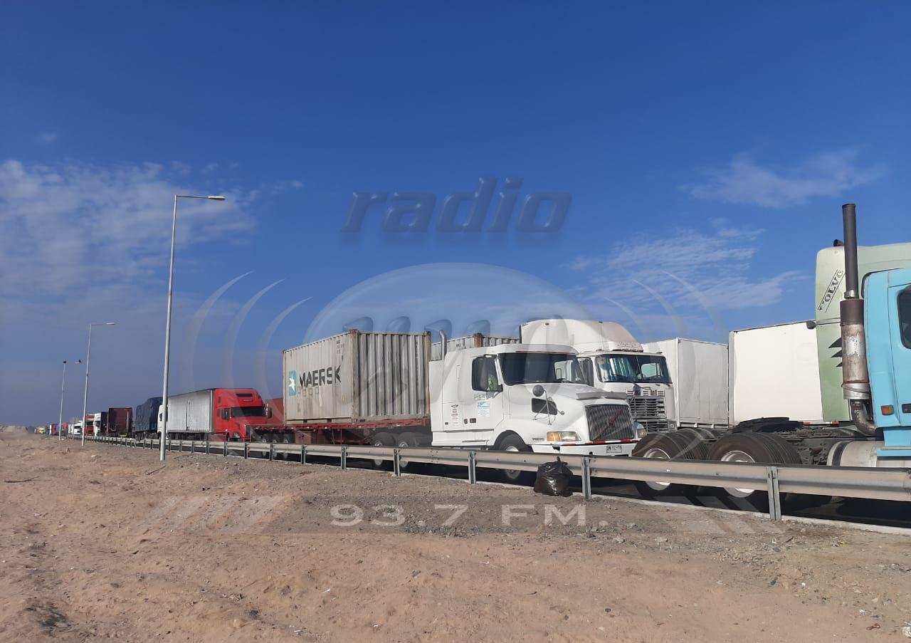 Camioneros chilenos aguardan que autoridades peruanas flexibilicen examen PCR