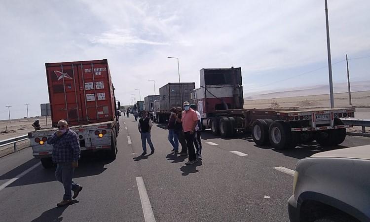 Camioneros de Perú y Chile piden flexibilidad en requisitos para cruzar la frontera